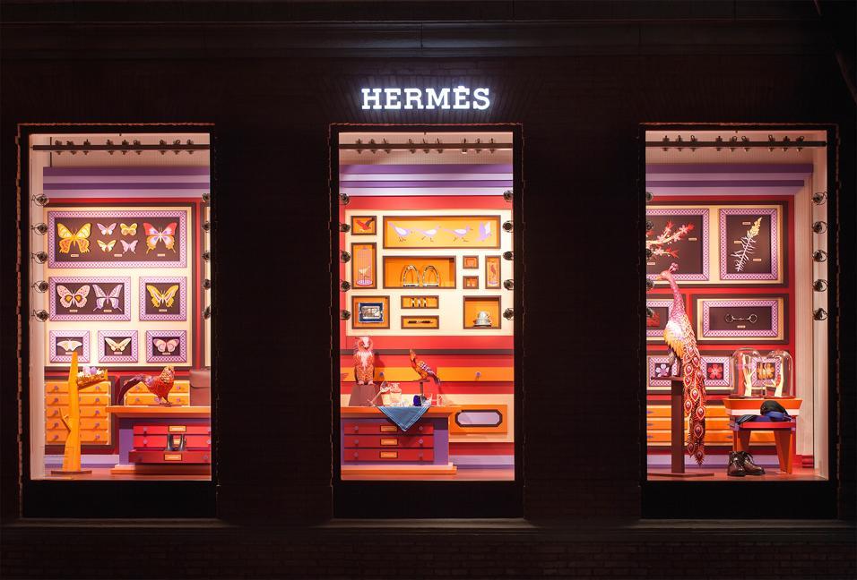 Il duo Zim&Zou crea uno zoo di animali fantastici per le vetrine di Hermès a Shanghai