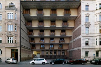 Foto Victor Enrich - Impossible Buildings, 2008-2012, courtesy of Gestalten