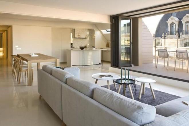 Attico sui tetti di barcellona for Appartamento new design roma lorenz
