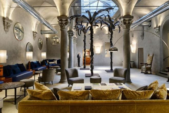 Affreschi dell'Ottocento e soffitti a volta convivono con design e tecnologia nel Garibaldi Blu con vista su Santa Maria Novella