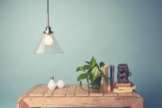 Lampadine che fanno le lampade e viceversa: nell'era del LED torna l'estetica del bulbo a goccia. Per creare sospensioni a grappolo, in batteria o anche solitarieLa lampadina a gemma