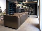 Arclinea-Flagship-Corso-Monforte-28-PRINCIPIA-fume-oak-NTF-+-PVD-Bronze-+-Opus-table-2