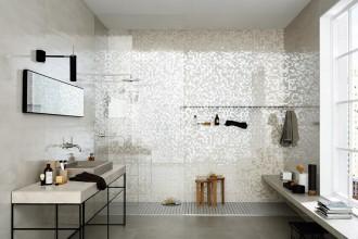 Una doccia in muratura total look. I consigli dell'esperto su come orientarsi tra disegni e formati del mosaico. E scegliere tra vetro, ceramica e metallo.MARAZZI