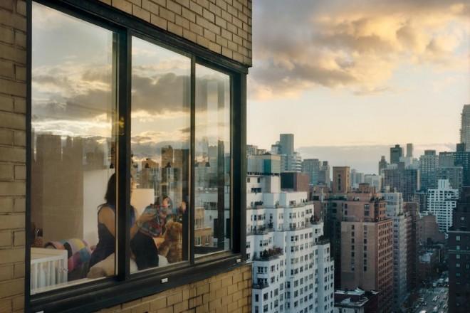 Fino al 2 maggio a Parigi in mostra gli scatti di Gail Albert Halaban che con la sua macchina fotografica guarda fuori dalle finestre
