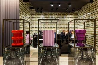 Oltre alle novità 2015 firmate da Lissoni, Laviani, Urquiola, Starck e Quitllet, l'azienda  celebra anche una delle più grandi avventure di Ettore Sottsass che hanno letteralmente rivoluzionato il design contemporaneo