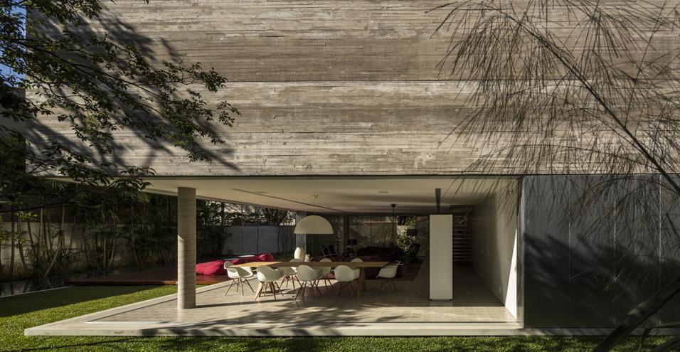 Villa in Brasile con giardino tropicale