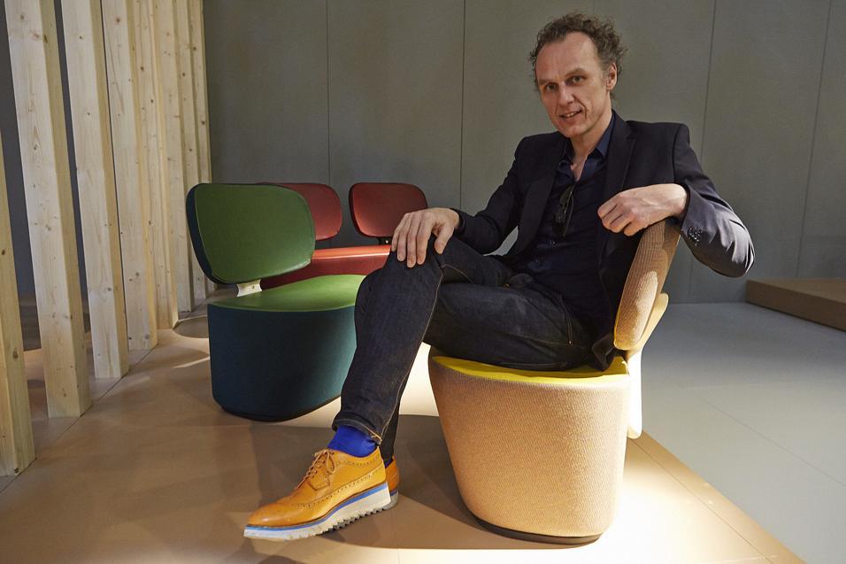 Più di 20 nuovi pezzi a tutto colore. Dalla X Chair di Richard Hutten al divano Matrizia di Ron Arad. Ma anche Nendo, Scholten&Baijings e Libeskind. L'allestimento dello stand è curato da Patricia Urquiola