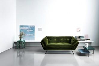 Gli imbottiti riscoprono la morbidezza del velluto e colori inaspettati. I divani più nuovi, ma anche le poltrone, i pouf e alcuni letti, dal Salone del Mobile 2015Saba Italia