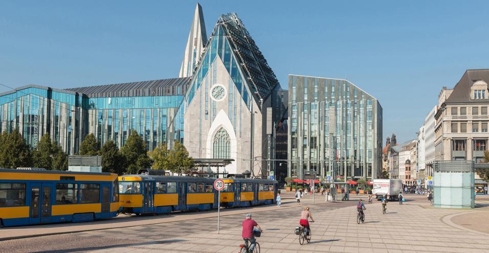 Nella capitale creativa tedesca, le architetture postmoderne, ricordo del passato da satellite sovietico, sono oggi atelier, musei, locali
