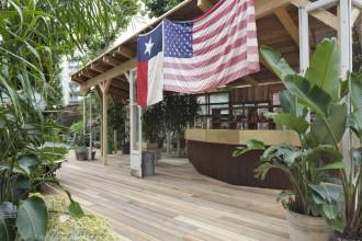 Un'oasi urbana nel cortile dello showroom del brand americano in occasione dell'Expo