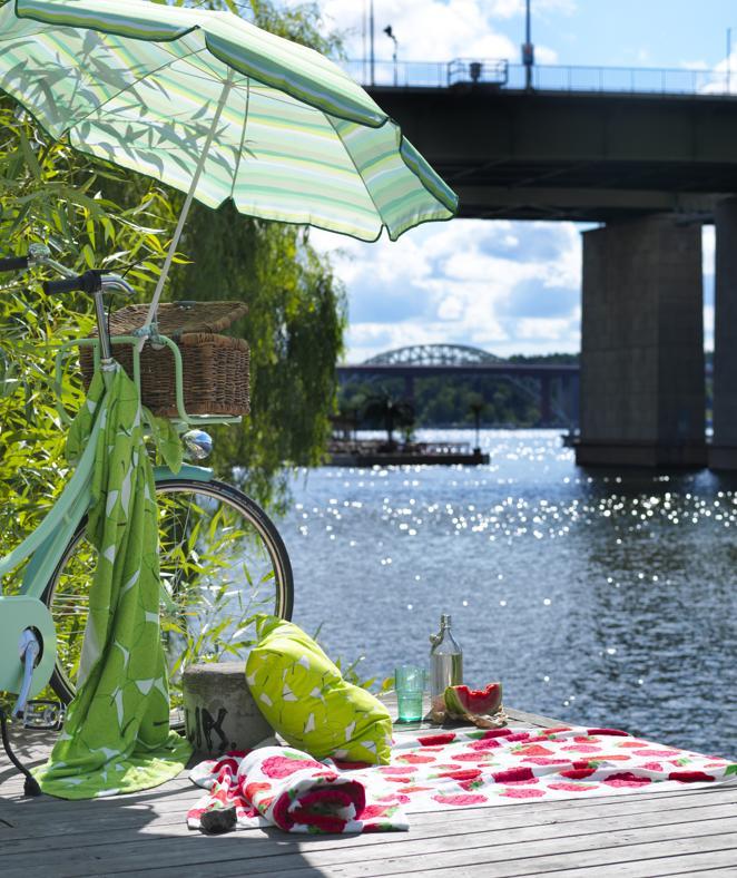 Ombrelloni, sdraio e lettini per godersi l'estate in spiaggia o in giardino
