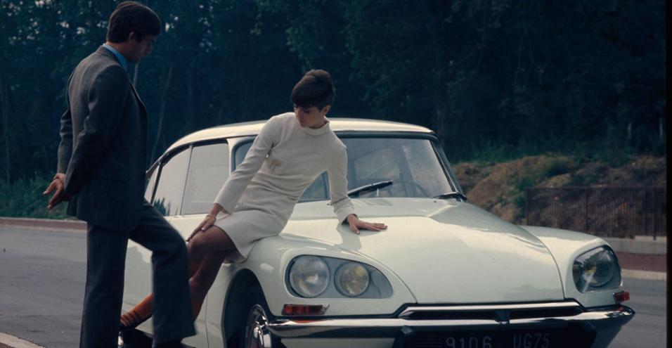 Presentata la prima volta nel 1955 al Salone di Parigi, l'auto con le sue forme ha cambiato un'epoca. E ancora oggi è un'icona di stile