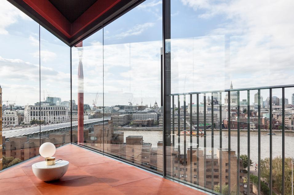 LONDON PENTHOUSE: DESIGN GALLERY CON VISTA SUL TAMIGI