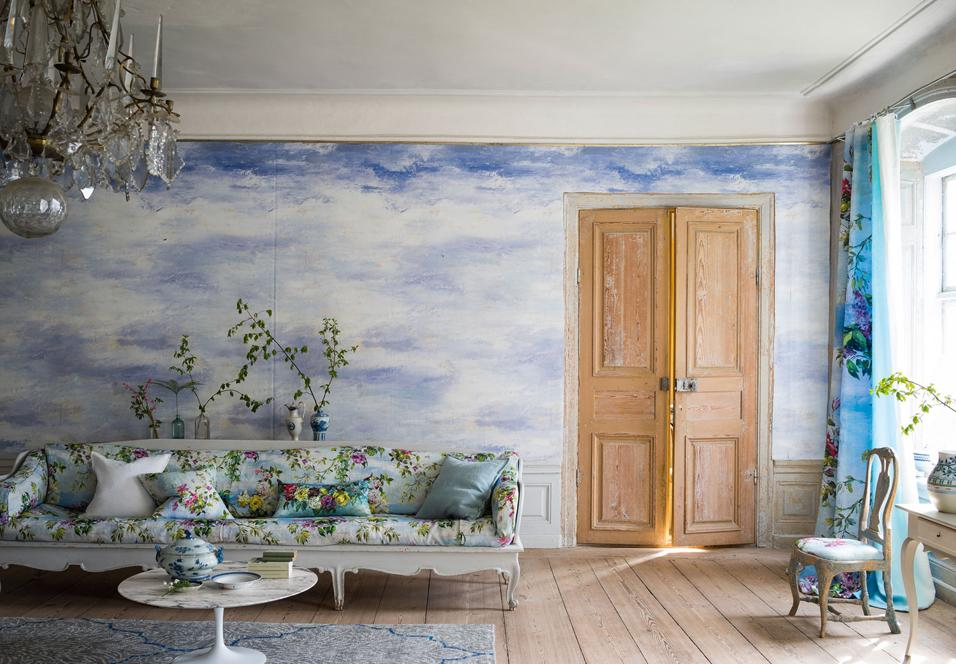 Arredare la casa al mare con pattern bianchi e blu. Ispirati alle antiche porcellane cinesi o ai motivi classici mediterranei.Designers Guild