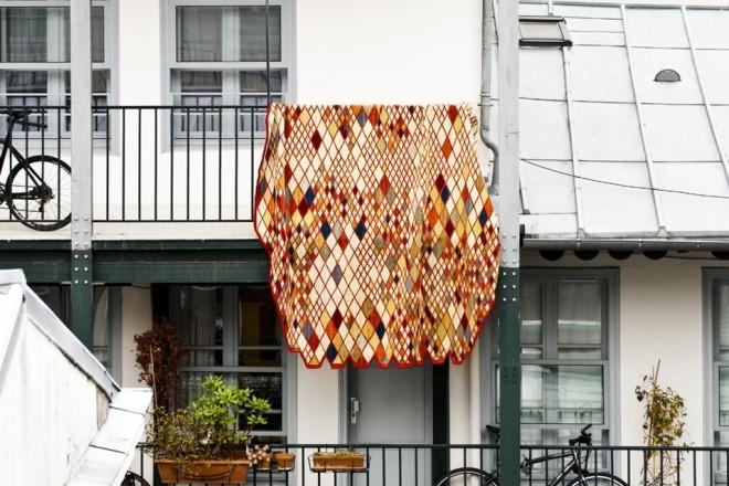 A trama rasa, sono perfetti per decorare la casa estiva. E a renderli contemporanei ci pensa il design: dai Bouroullec ai Raw Edges, i designer ridisegnano la tradizioneLOSANGES DI NANIMARQUINIA