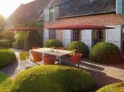15 soluzioni per arredare il giardino facendo ombra