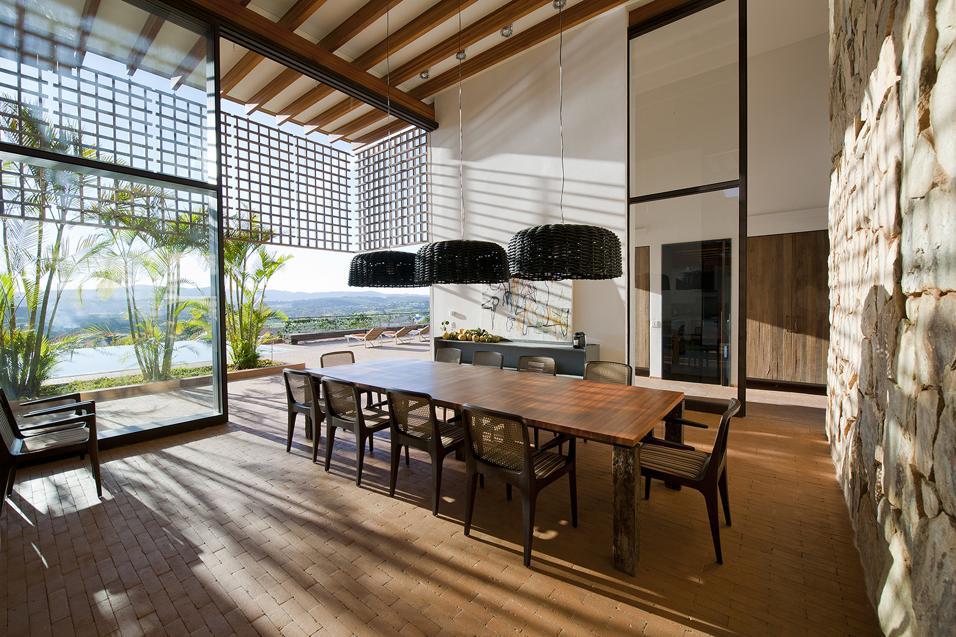 OASI TROPICALE IN BRASILE: DINING ROOM APERTO SUL VERDE