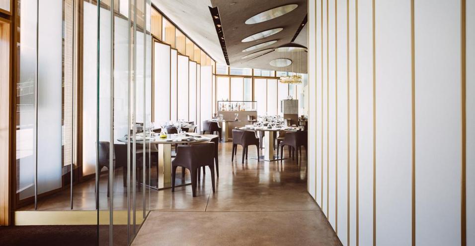 Inserito nel quartiere di Porta Nuova Varesine, a Milano, il ristorante dello chef Andrea Berton è un indirizzo da non perdere per i palati più esigenti