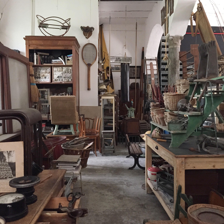 Viaggio nel passato livingcorriere for Arredamento negozi milano