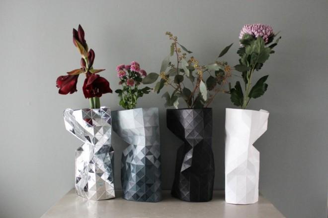 Con o senza fiori, i vasi moderni occupano lo spazio da protagonisti. 20 progetti d'autore per decorare la casa con il design PAPER VASE DI PEPE HEYKOOP