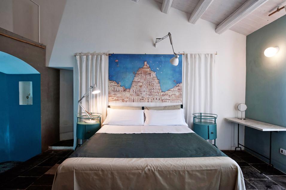 Camere da letto 35 semplici idee per arredarle livingcorriere - Testiera letto originale ...