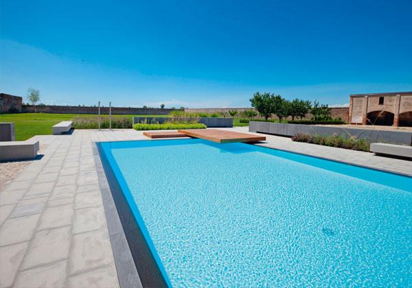 Piscina lounge livingcorriere for Arredi per piscine