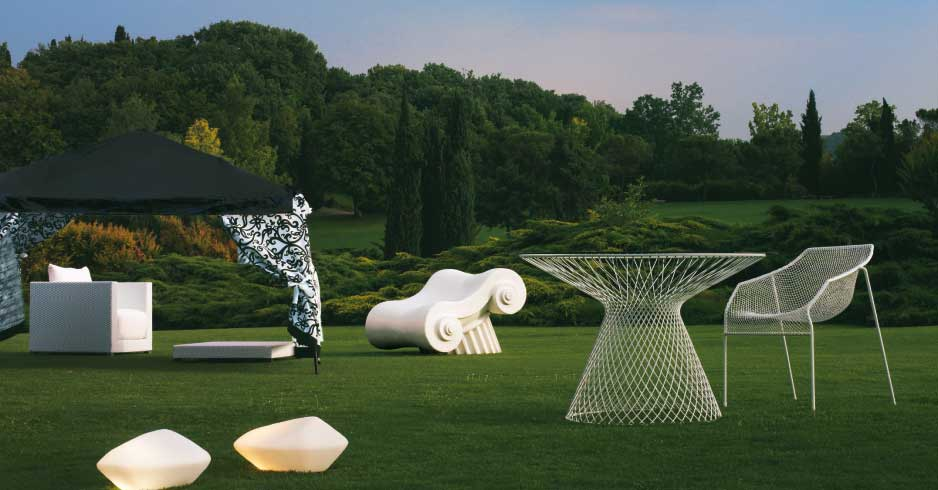 Mobili come sculture livingcorriere for Negozi arredo giardino milano