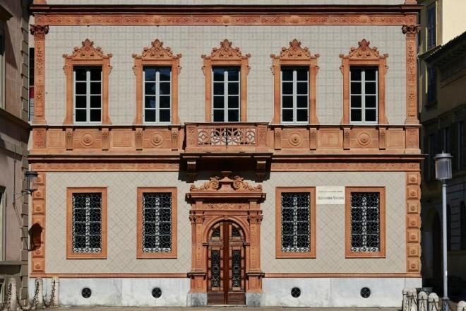 Dopo il restauro, sulla base di un progetto dello Studio De Lucchi, riapre alla città la dimora storica dove lo scrittore milanese visse con la famiglia