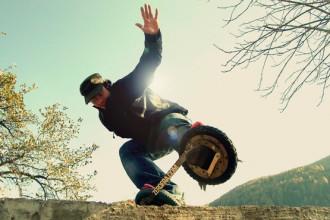 A metà tra lo skate e lo snowboard