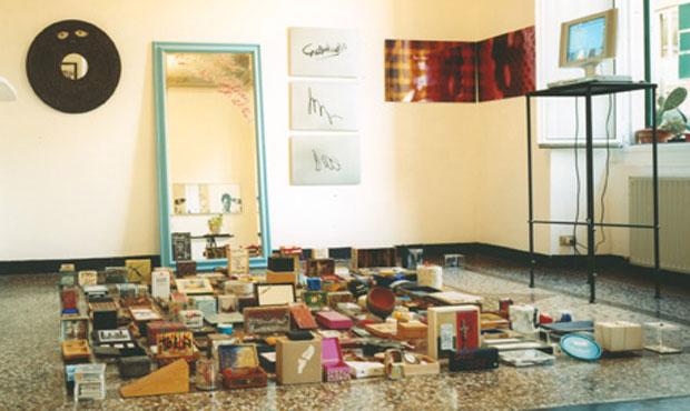 Nel stanza affrescata con tradizionale pavimento a mosaico