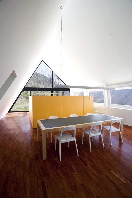 Baita di montagna in stile minimal for Casa in stile baita