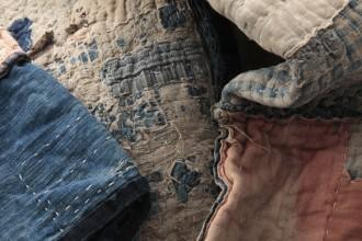 La mostra Boro. The Fabric of Life all'interno del castello del Domaine de Boisbuchet