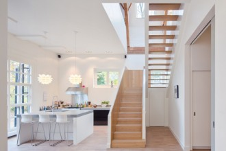 La cucina è il fulcro della Coach House di Breukelen