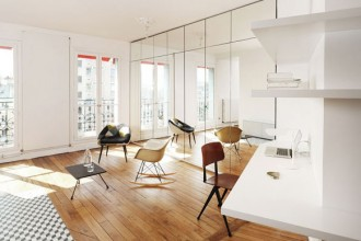 Il soggiorno dell'appartamento di Parigi ristrutturato da CUT architectures
