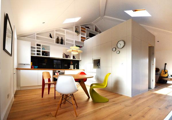 L'appartamento è stato convertito da ufficio open space in loft abitabile