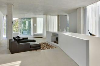 Le tende scorrevoli permettono di modellare gli interni e controllare l'ingresso della luce durante la giornata