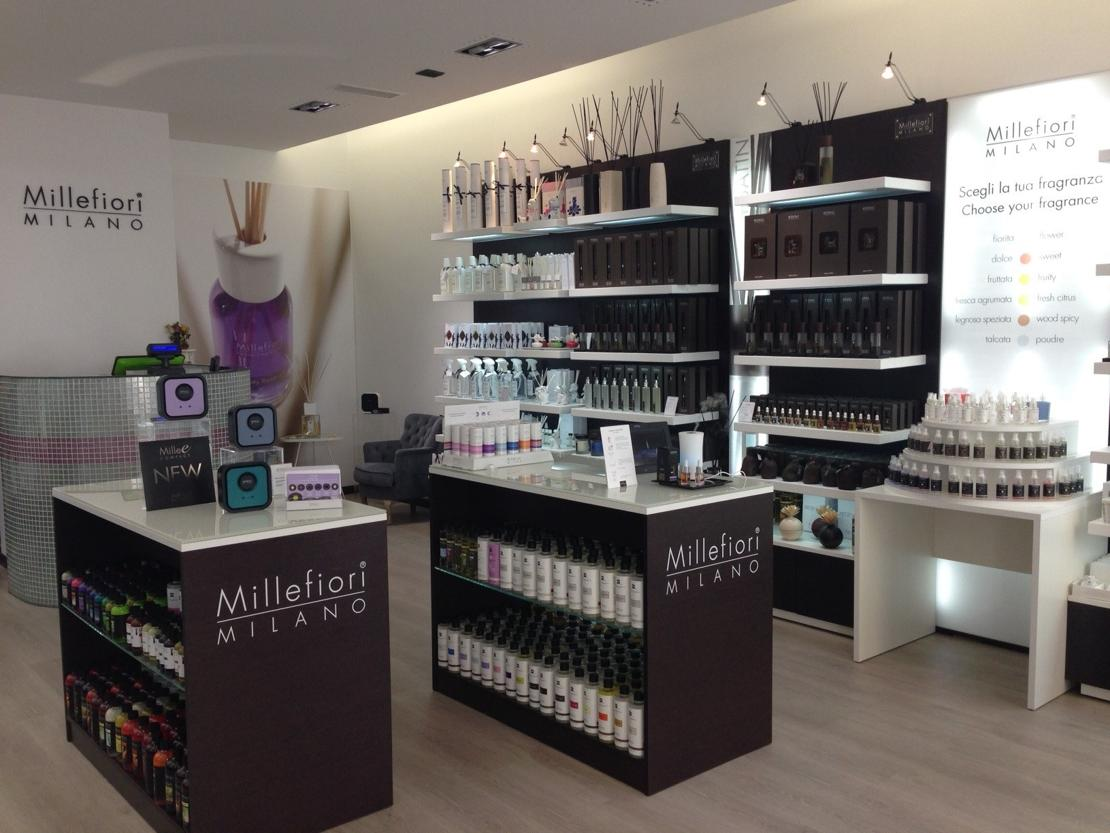 Il nuovo negozio millefiori a milano for Arredamento negozi milano