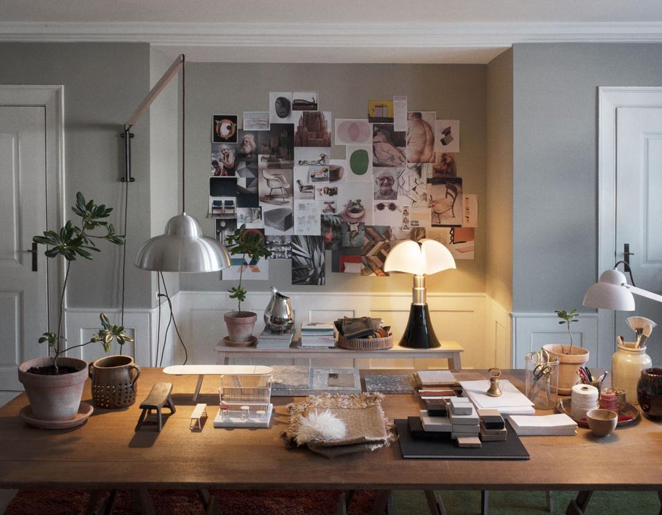 I segreti per far risaltare un quadro o una scultura. I consigli degli esperti per rendere più funzionale una cucina, accogliente un bagno, scenografica una scala.Zona studio a tutto comfort