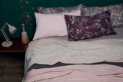 Lenzuola, copripiumini e trapunte per la camera da letto più attuale. Pattern geometrici, motivi a fiori e materiali bio: il meglio della moda dell'autunno inverno 2015-16 formato domestico.SOCIETY LIMONTA