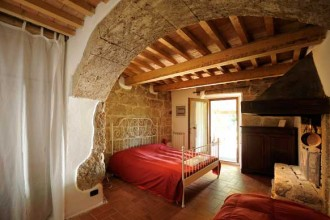 Nelle 6 camere di Sant'Egle vengono ricreate ambientazioni attraverso oggetti