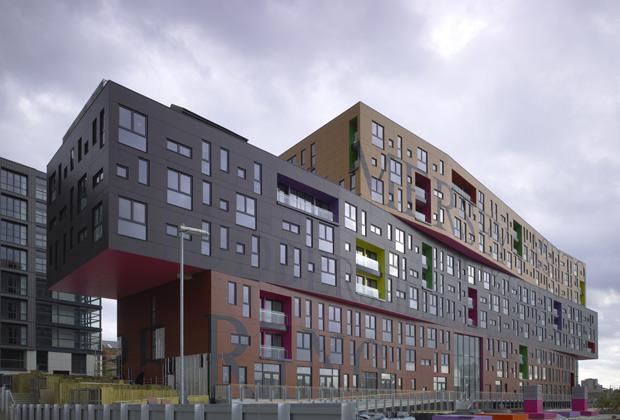 Il rivestimento ventilato esterno è composto da pannelli in resina fenolica colorata