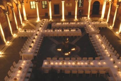 Quattro croci bianche nel chiostro del complesso monumentale di S. Spirito in Saxia a Roma. È l'installazione ideata in occasione della cena di gala del concorso Who Is On Next
