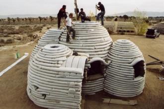Superadobe Domes. Progettate nel 1991 da Nader Khalili col Californian Institute of Earth Art & Architecture