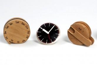 I modelli in legno realizzati nella fase di progettazione delle sveglie da cucina firmate Richard Sapper per Terrailon e Ritz-Italora
