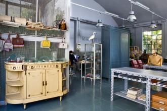 Uno scorcio dell'atelier dal lato del montacarichi