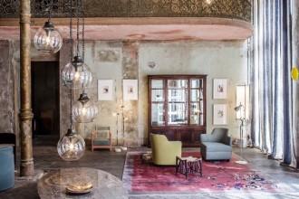L'esposizione Between Time – A Curated Showcase of Fine Furnishings and Art è allestita negli spazi del berlinese Wallstrasse 85 fino al 22 settembre. Curata da Gisbert Pöppler e Erik Hofstetter