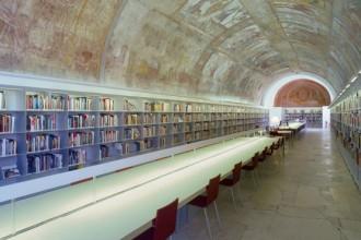 Arredi Unifor nella Bibliothèque d'architecture moderne et contemporaine al primo piano della Cité de l'Architecture & du Patrimoine di Parigi
