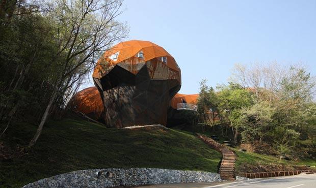 Struttura di legno locale e rivestimento d'acciaio ossidato che non ha bisogno di manutenzione: con la Harima Eco House di Hyogo (Osaka)