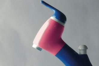 """Miscelatore ecologico Ecoway per RAF in plastica riciclata. Il progetto e il prototipo risalgono al 1995. Presentato a Verona ne """"I laboratori metaprogettuali"""" della manifestazione fieristica """"Abitare il tempo"""""""