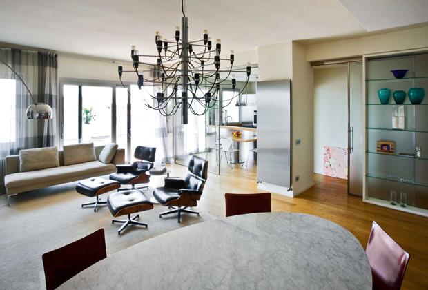 Luminosità e trasparenza danno carattere a tutta l'abitazione